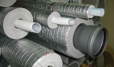 Трубы отопления и канализации утепленные фольгированной теплоизоляцией