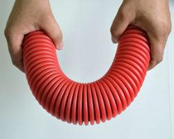 В чем преимущество гофрированных труб для прокладки кабеля?