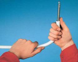Выгибание металлопластиковой трубы с пружиной внутри