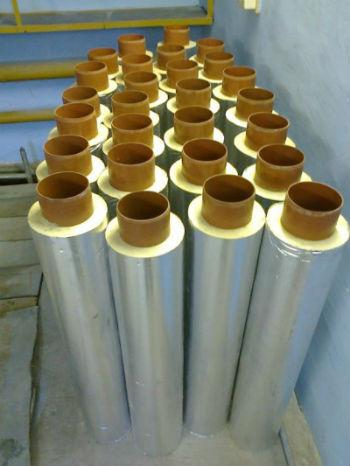 Утепленные пеноизолом трубы на заводе
