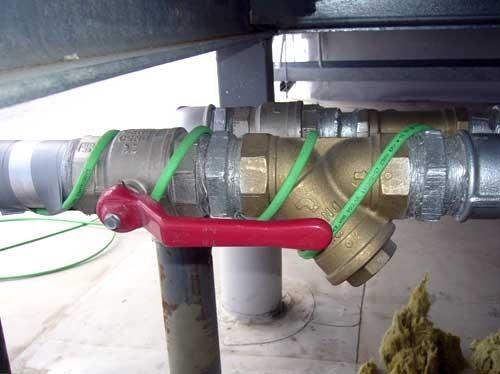 Обогрев трубы на улице электрическим кабелем