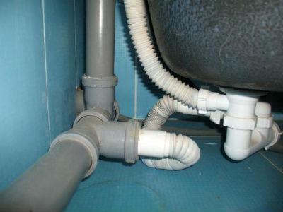 Подключение ванны к канализационной трубе