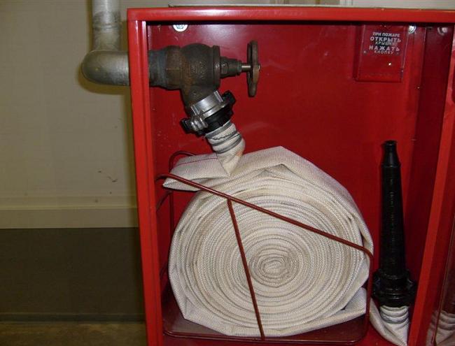 Щиток и пожарный шланг ВПВ