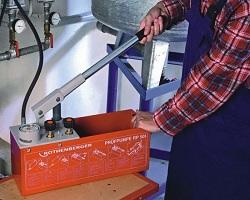 Ручной опрессовщик для испытания трубопроводов