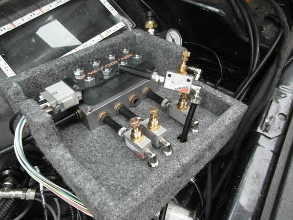 Подключение трубок к пневмосистеме с помощью цанговых фитингов