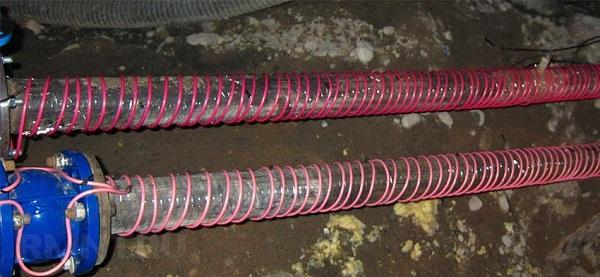 Количество кабеля для обогрева напрямую зависит от величины теплопотерь трубопровода
