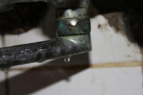 При неисправном кране вода струится когда он закрыт
