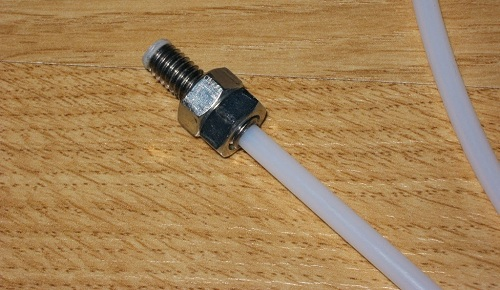 Пластиковые трубки могут монтироваться с помощью разборных фитингов
