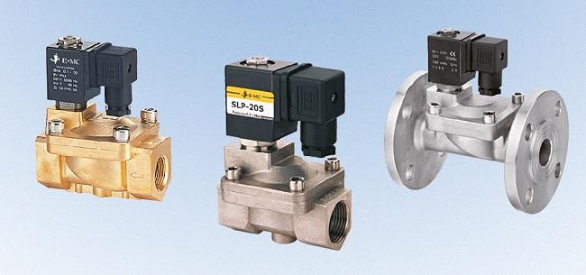 Электромагнитные газовые клапаны отличаются способом подключения, эксплуатационного давления, а также средой установки и мощностью электропитания привода