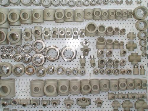 Пластиковые фасонные элементы для трубопроводов под пайку (тройники, переходы, крестовины, отводы и переходники с металлической резьбой)