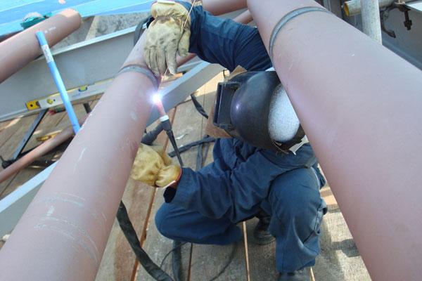 Перед началом работ нужно тщательно подготовить стыки труб
