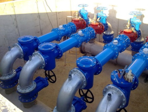Задвижки МЗВ Ду 100 мм установленные на металлических трубопроводах