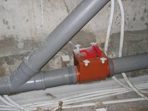 Монтаж клапана на наклонном участке трубопровода