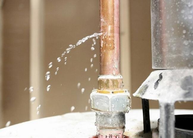 Прорыв водопроводной трубы