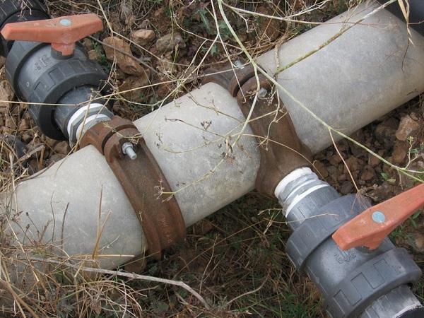 Пластиковые краны просты в конструкции, не подвержены коррозии и имеют небольшой вес