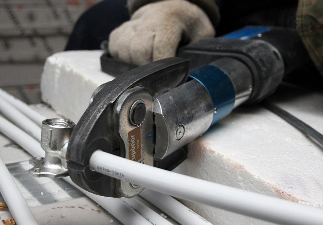Установка пресс-фитинга с применением гидравлического инструмента