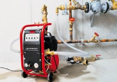 Воздушный компрессор для опрессовки систем водоснабжения или отопления