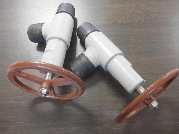 Пластиковый вентиль в угловом корпусе