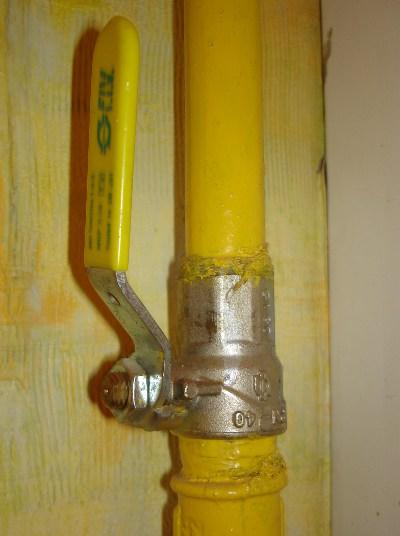 Газовые краны монтируются аналогично водопроводной арматуре
