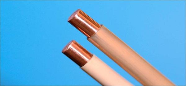 Тефлоновые трубки используются для изоляции электрических кабелей