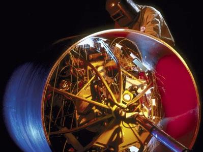 Процесс сварки металлических труб с помощью внутреннего центратора