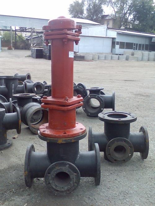 Фланцевая подставка с пожарным гидрантом