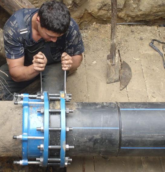 Обжимные фланцы незаменимы при реконструкции трубопровода или замене его на пластиковый