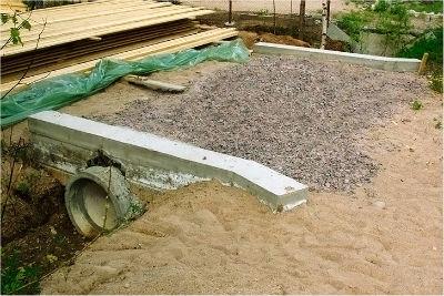 Подготовка заезда над дренажной бетонной трубой